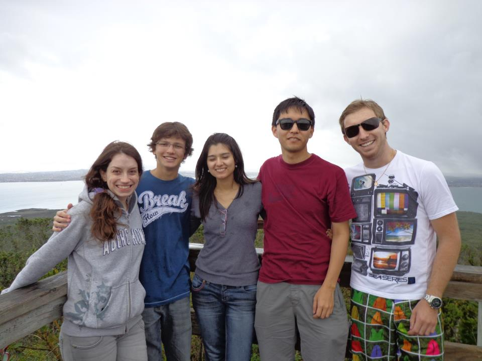 Escalando-o-vulcão-Rangitoto-na-chuva-praia (2)