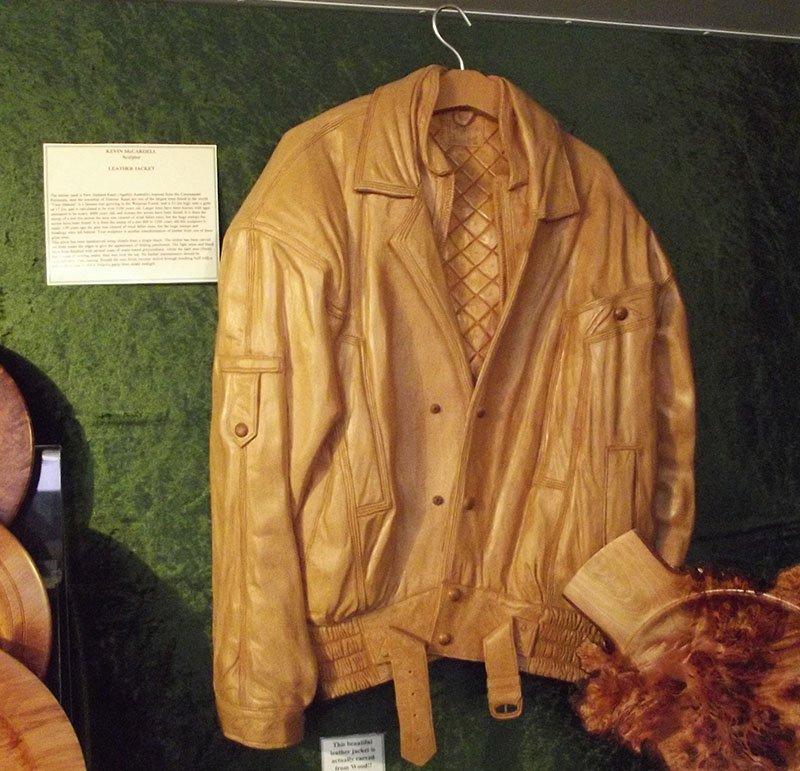 escultura jaqueta de madeira nova zelandia