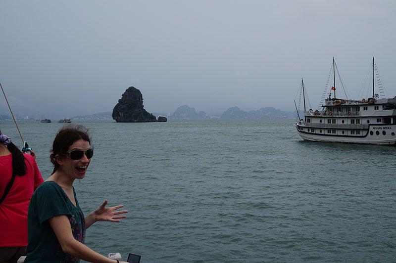 halong bay vento barco