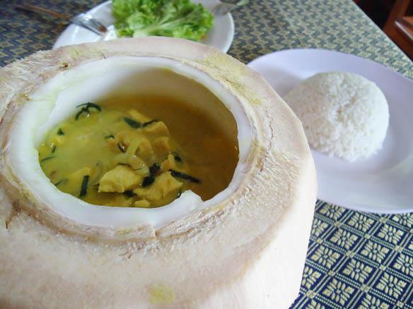 7-BARATEZAS-QUE-vOCÊ-DEVE-COMER-NA-ÁSIA-curry-coco