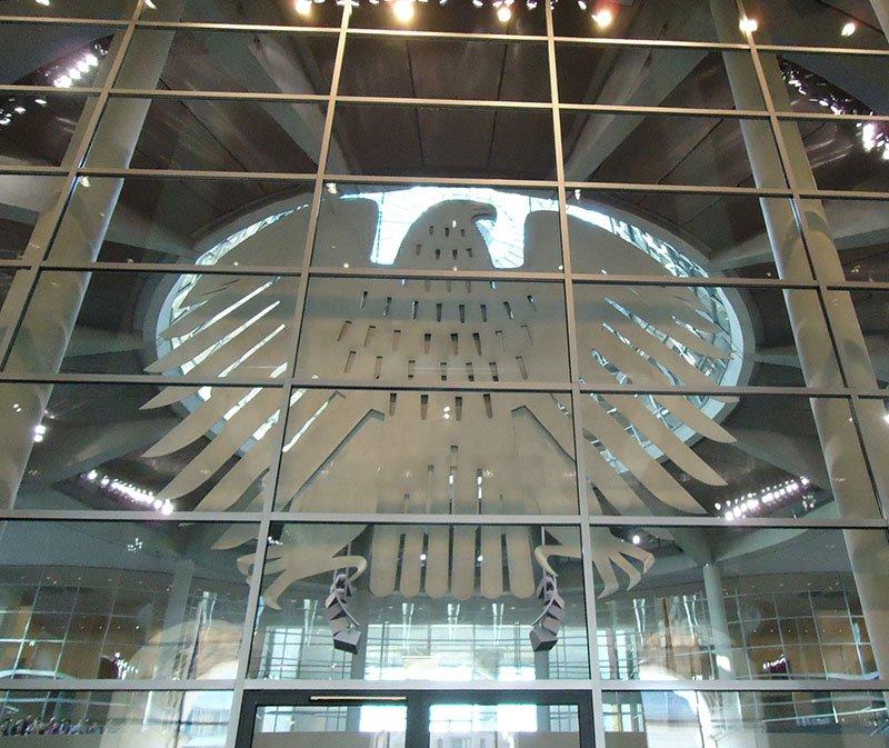 agua de metal no parlamento alemao berlim