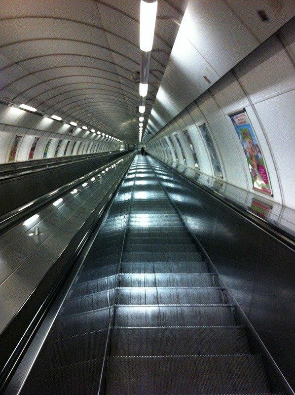 escadas rolantes metro praga