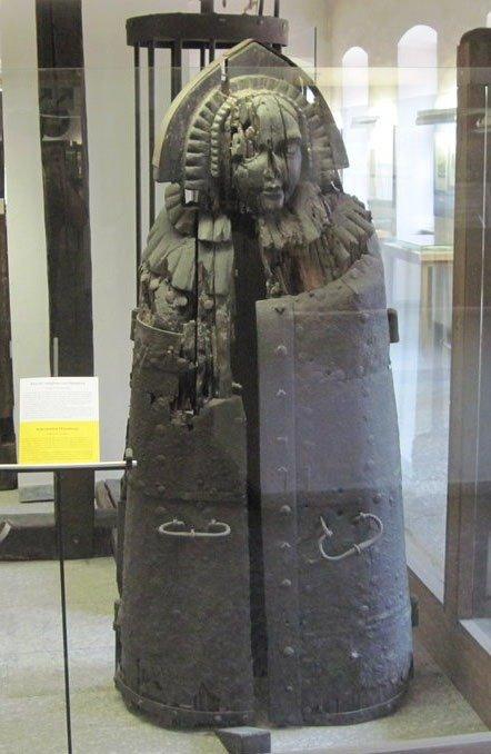rothenburg-kriminalmuseum-iron-maiden