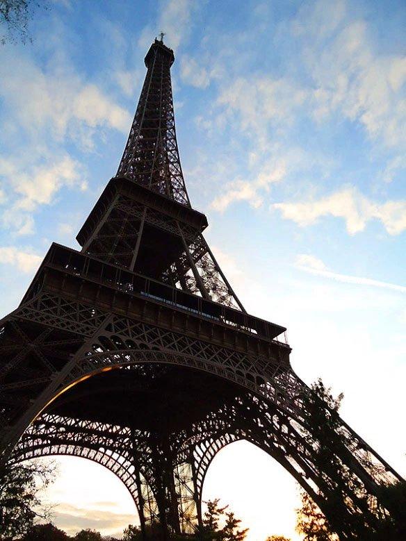 torre eiffel por do sol quando visitar