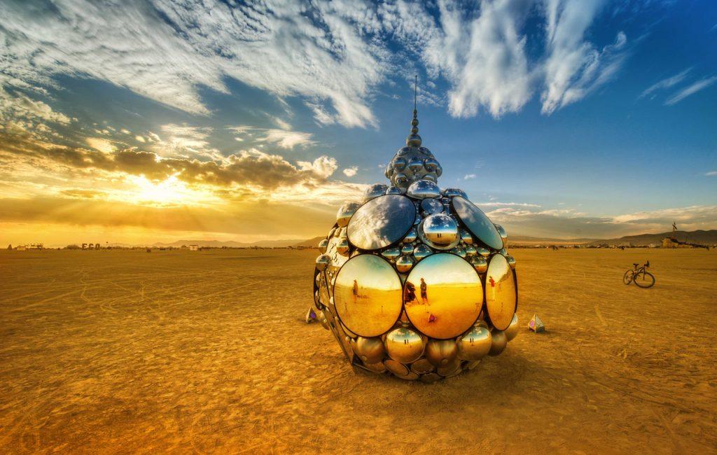 BurningMan Mirror Dome espelho deserto