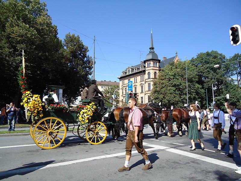 Tudo o que você precisa saber sobre a Oktoberfest desfile carroça