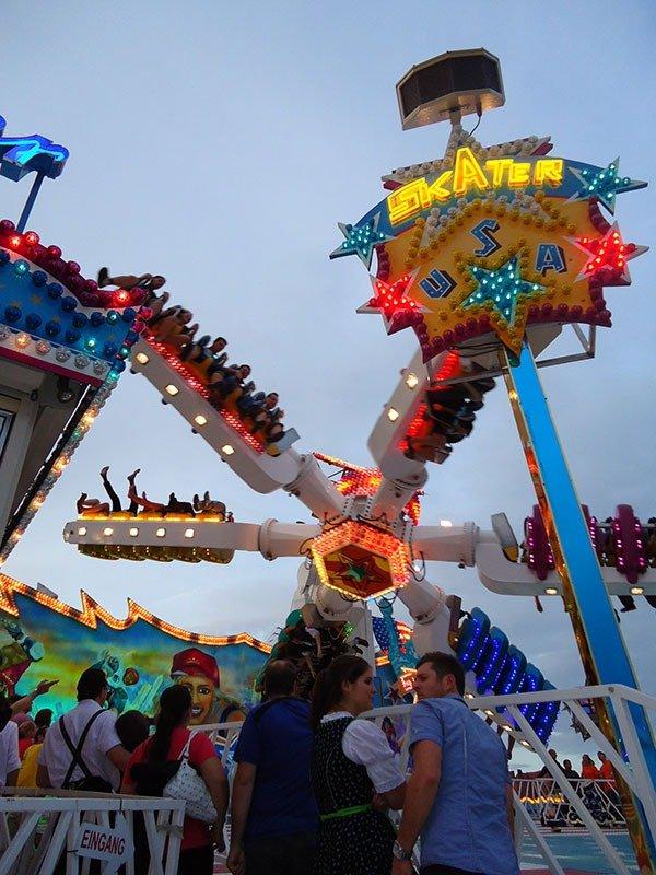 Tudo o que você precisa saber sobre a Oktoberfest montanha russa parque diversões