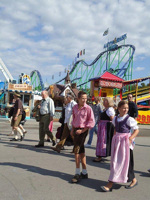 Tudo o que você precisa saber sobre a Oktoberfest na alemanha montanha russa