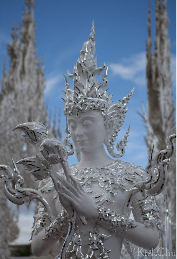 templo branco Tailândia estatua wat Rong Khun