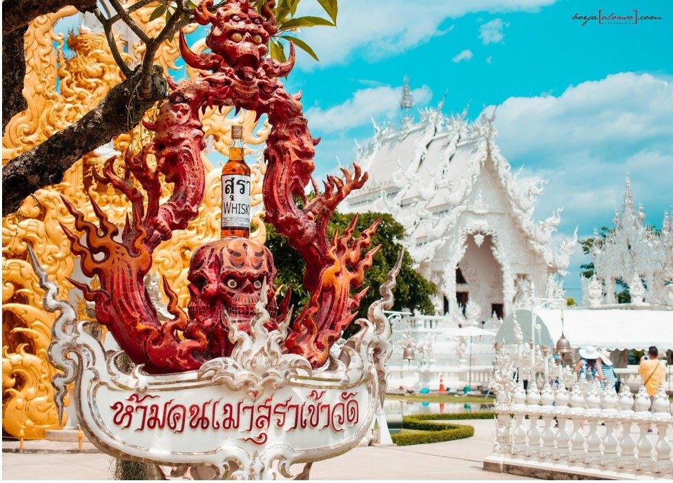 templo branco Tailândia wat Rong Khun demonio whisky