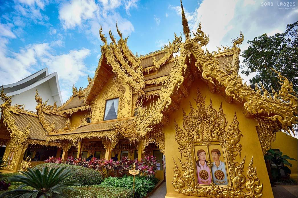 templo dourado Tailândia banheiros wat Rong Khun