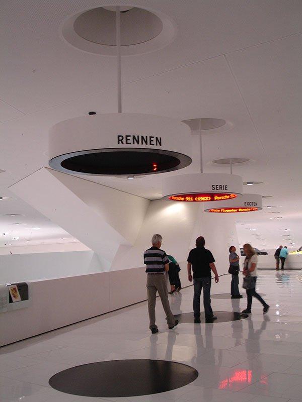 O museu da Porsche em Stuttgart interativo