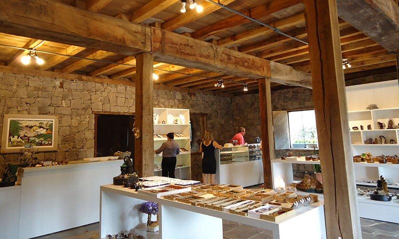 Rota Caminhos de Pedra em Bento Gonçalves casa da tecelagem porao de pedra
