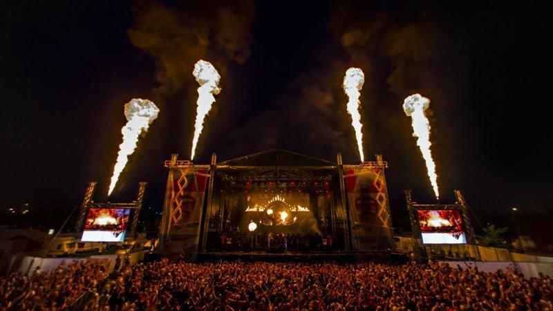 Festivais na Finlândia metal, verão e floresta qstock