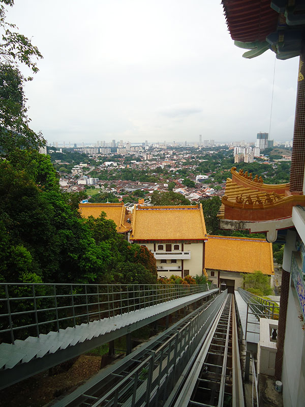 O-fantástico-templo-Kek-Lok-Si-em-Penang-Malásia (11)