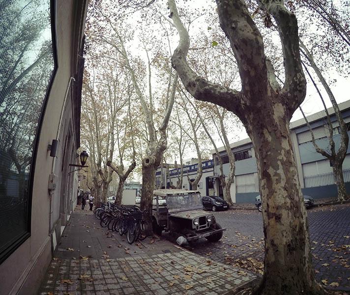 carros antigos na rua em Colonia del Sacramento uruguai