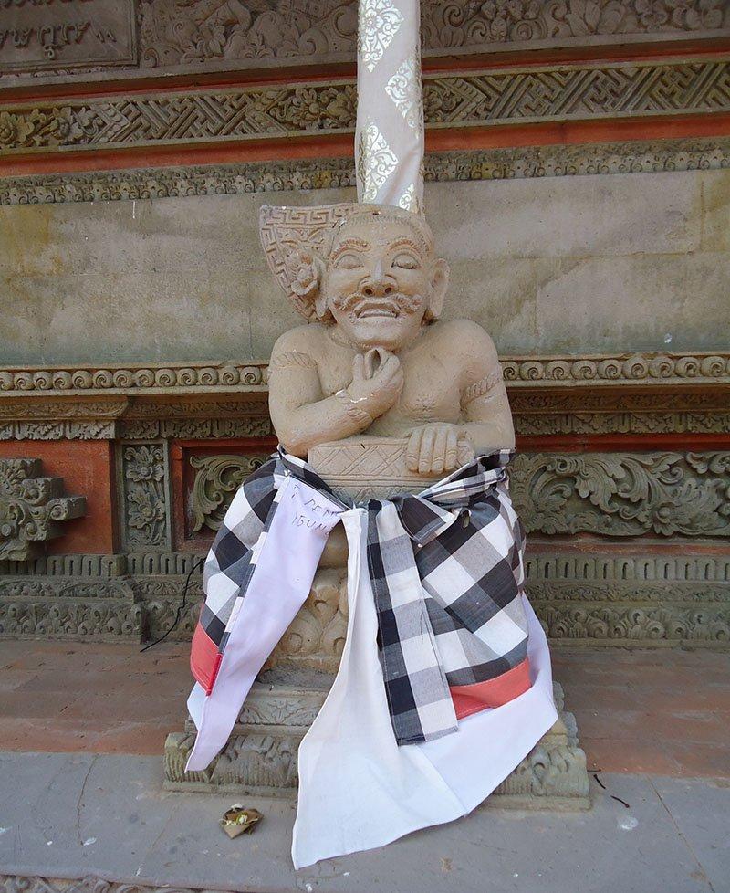 templos-bali-indonesia-apure-guria-Gunung Kawi oferenda