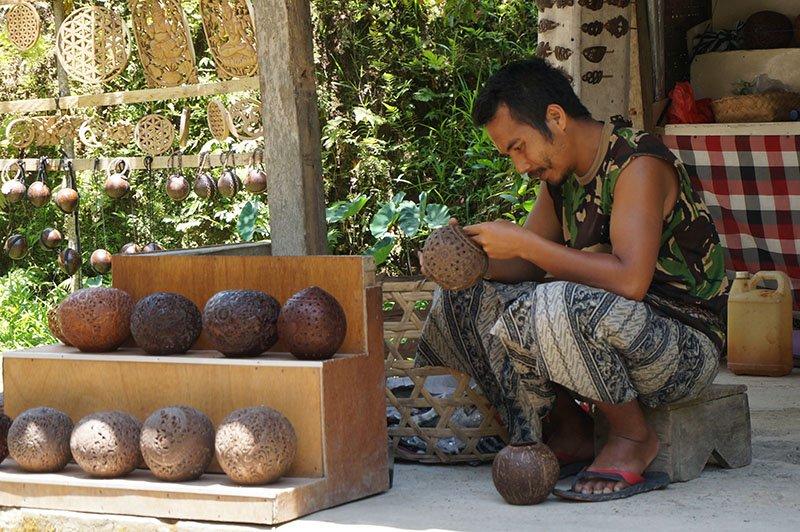 templos-bali-indonesia-apure-guria-escultor