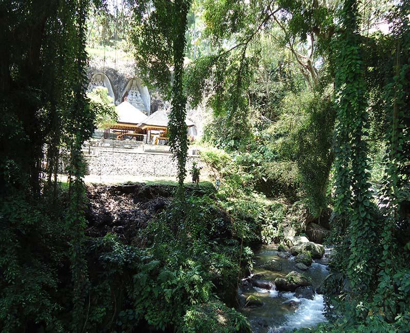 templos-em-bali-indonesia-Gunung Kawi-cachoeira