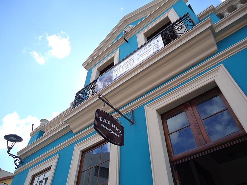 Onde-comer-em-Curitiba-Farnel-Gastronomia-fachada