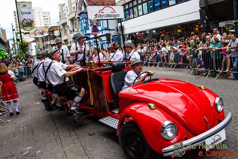 desfile-oktoberfest-blumenau-fusca
