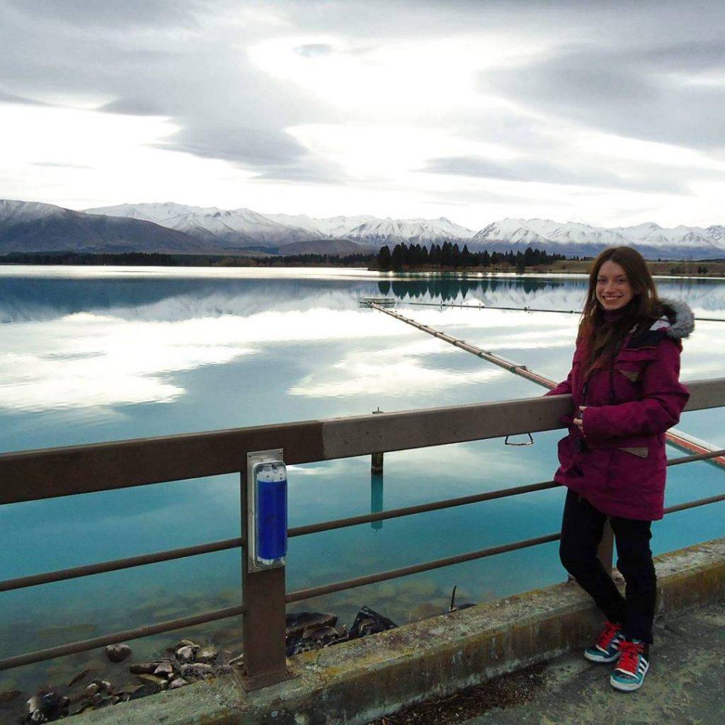 Lake Pukaki com um azul insano! #newzealand #southisland #Lake #landscape #travel #trip #viagem #viajar #fantrip #demalaenochila #beautifuldestinations #guiamundoafora #essemundoenosso #queroviajarmais #doyoutravel
