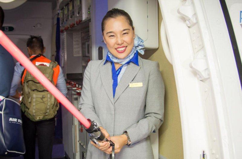 Por dentro do Avião Star Wars e aeroporto temático (1)
