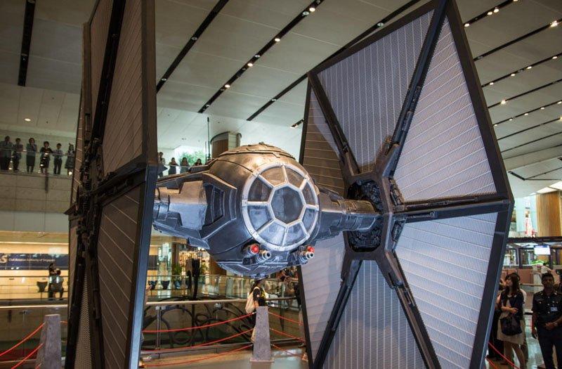 Por dentro do Avião Star Wars e aeroporto temático (11)