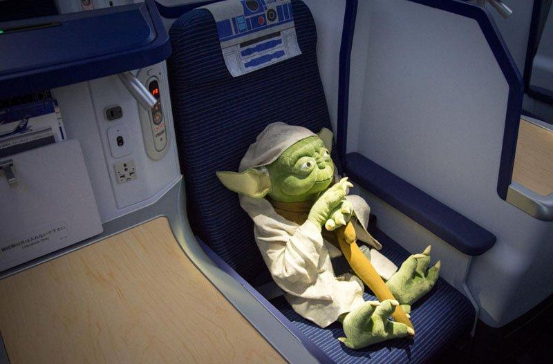 Por dentro do Avião Star Wars e aeroporto temático (4)
