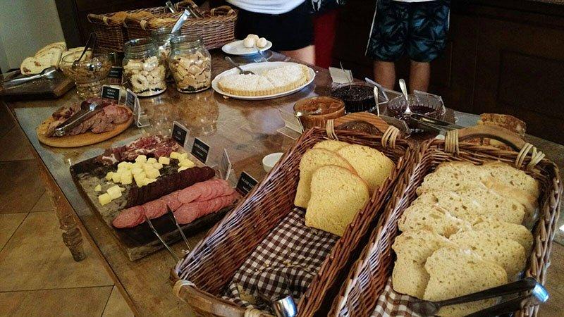 O lindo Hotel Alpestre em Gramado cafe da manha