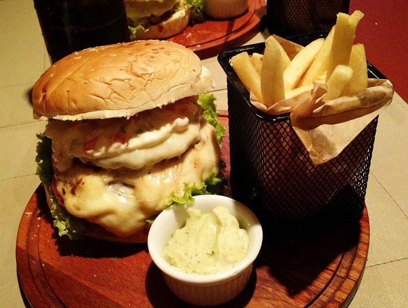 O lindo Hotel Alpestre em Gramado hamburguer