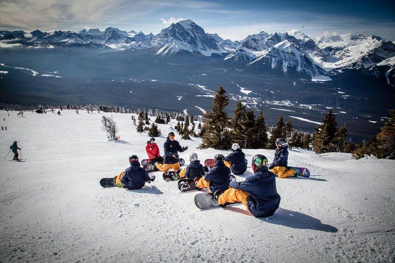 instrutor de snowboard trabalho viajante