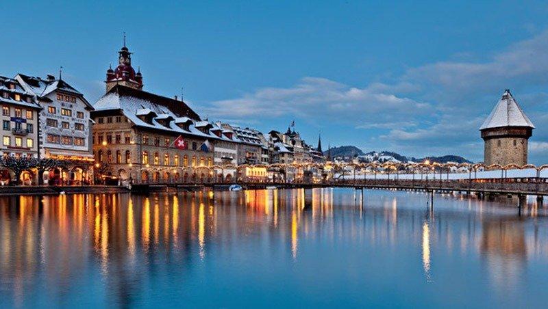 lucerna 10 lindas cidades nas montanhas na Europa bled