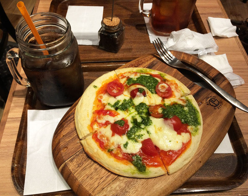 pizza superfaturada em shinjuku
