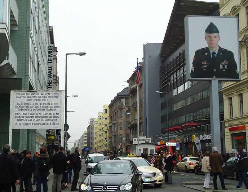 atrações gratis em Berlim checkpoint charlie