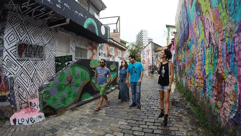 blogueiros de viagem no Beco do Batman: arte urbana em SP
