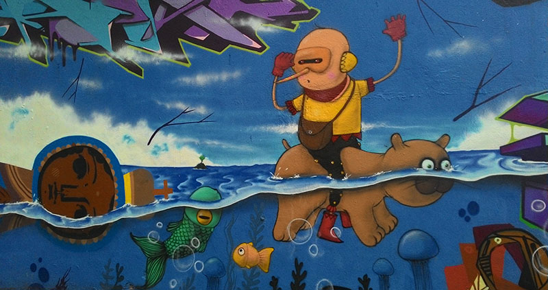 urso nadador Grafites no Beco do Batman: arte urbana em SP