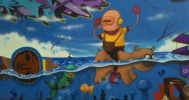 urso nadador Grafites no Beco do Batman: arte urbana em SP