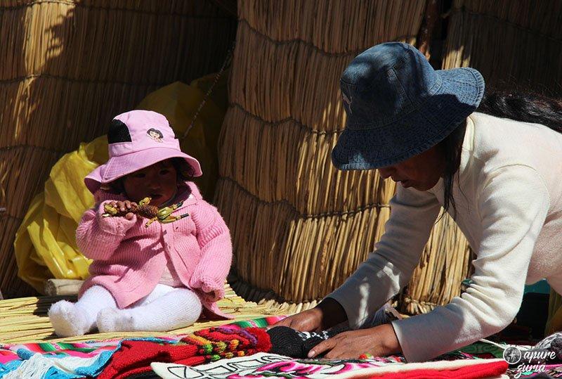 islas flotantes de uros titicaca bebe