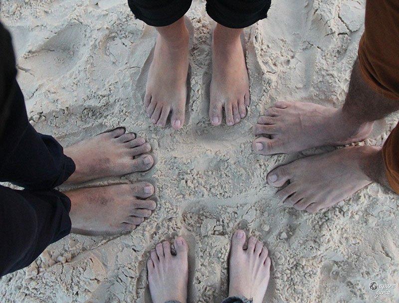 pés congelados dunas areia