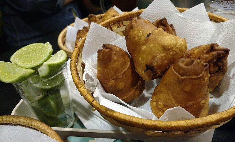 coxinha-de-farofa-frango-jardinete-gastrobar-curitiba