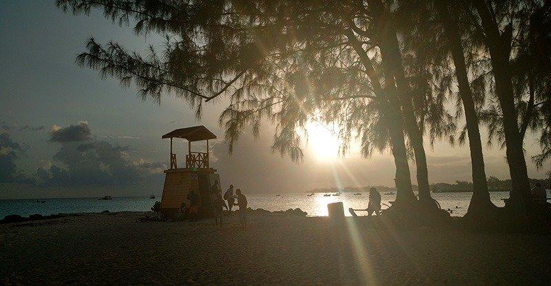 miami-beach-barbados-por-do-sol