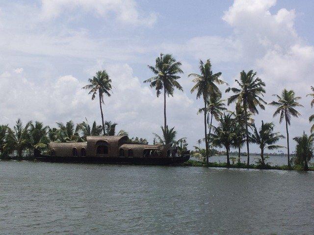 dicas de viagem na Índia o-que-ver-no-kerala-houseboat