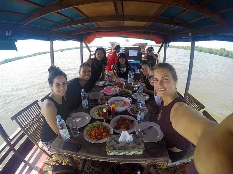 almoço barco borneu parque orangotangos