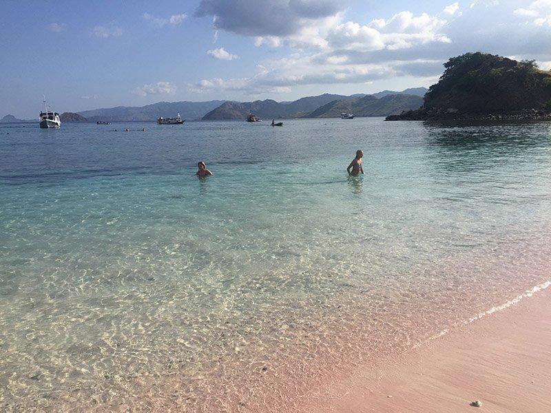 praias-da-indonesia-komodo-pink-beach