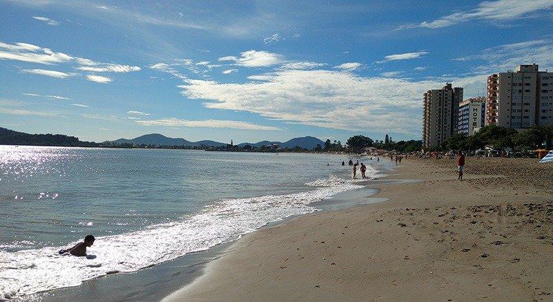 praia em santa catarina tranquila picarras