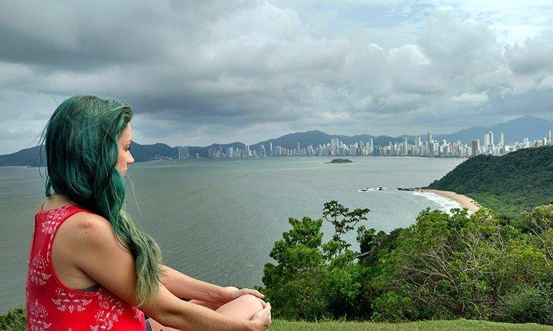 como tirar fotos incríveis de viagem sozinha