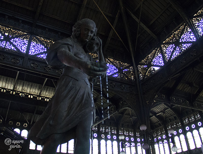mercado central estatua santiago