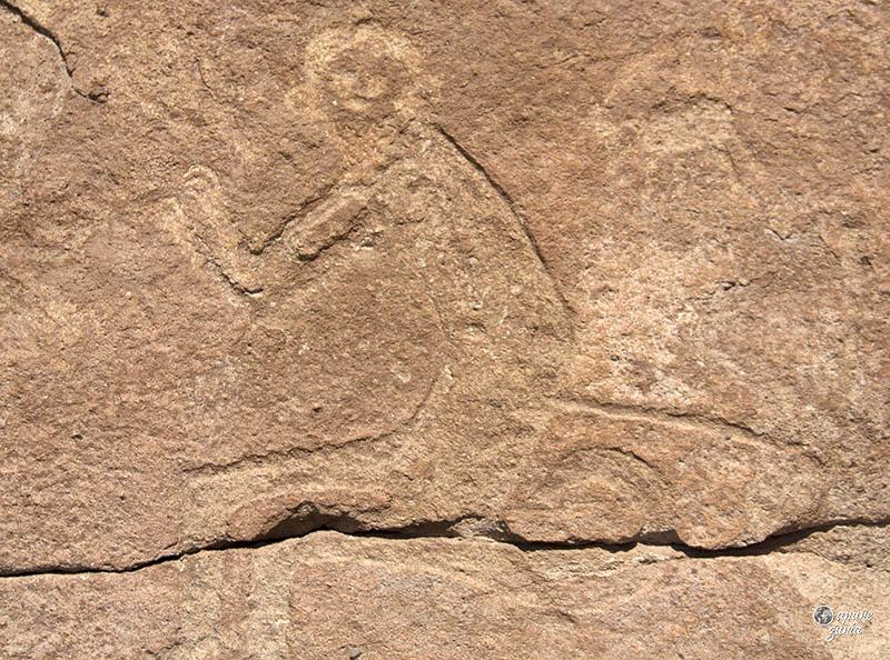 valle del arcoiris hierbas buenas petroglifo macaco