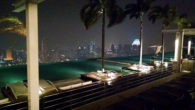 piscina a noite cingapura